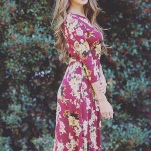 Dresses & Skirts - Floral 3/4th Sleeve Dress